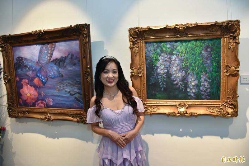 科技界才女張宜如即日起到12月15日在新竹縣文化局美術館舉辦首次個展「深情紫戀 」,她發揮創意結合數位科技,讓畫作成為動態影像,浪漫的夢幻空間超吸睛! (記者廖雪茹攝)
