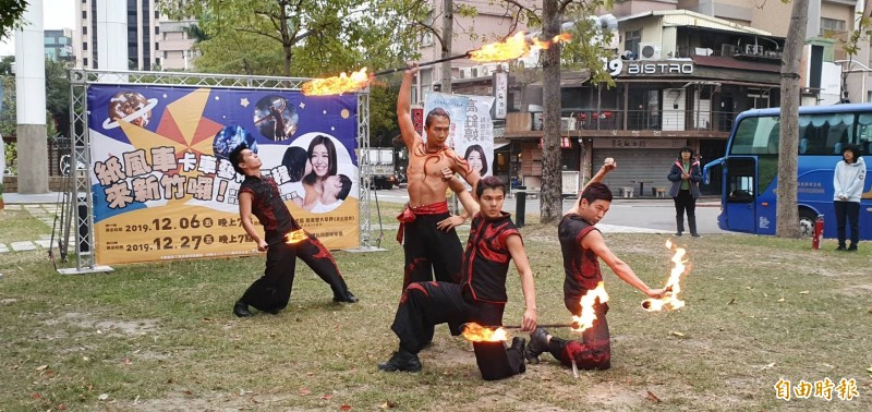 「即將成真火舞團」從國外參與達人秀後,一路紅回台灣!(記者蔡彰盛攝)