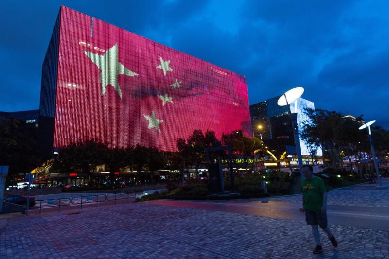 作家顏擇雅認為,地下賭盤勢必成為台灣民主政治破口,應優先處理。(歐新社)