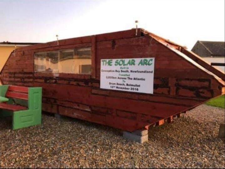 這艘木船後來被改造為社區中的花園景物。(圖擷自Ballyglass Coast Guard Unit臉書)