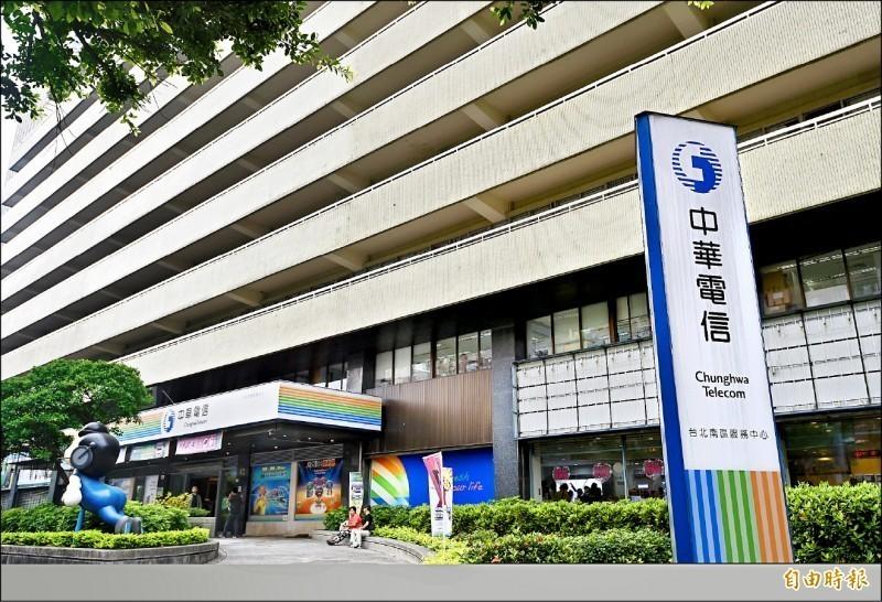 韓國瑜的支持者將民調低迷的原因,怪罪台灣電信巨擘中華電信。(資料照)