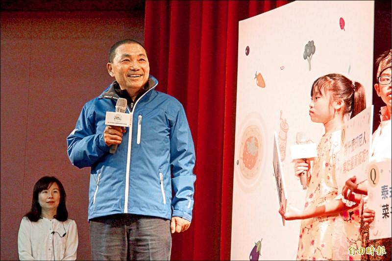 新北市長侯友宜表示,韓國瑜最近被人家攻擊得鼻青臉腫,他要鼓勵韓「男子漢就是勇敢地往前走、拚下去」。(記者邱書昱攝)