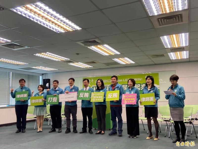 民進黨成立反賄小組,呼籲全民一起反賄選、斷黑金、打擊假消息。(記者楊淳卉攝)