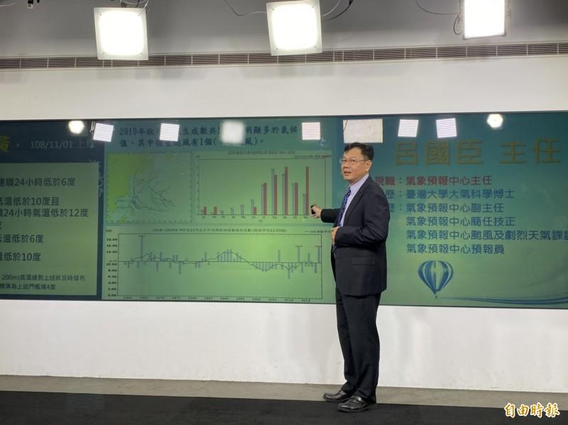 中央氣象局預報中心主任呂國臣表示,受全球暖化影響,近年台灣夏季時間越來越長、冬季時間越來越短。(記者蕭玗欣攝)