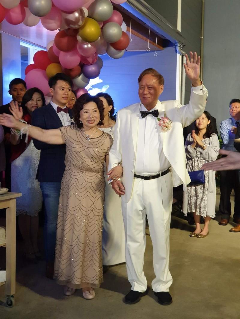 富樂夢集團創辦人沈坤照與妻子沈蔡來順日前歡慶結婚60週年。(記者劉婉君翻攝)