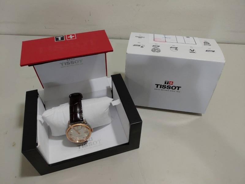 陳姓男軍官向台南地檢署繳回中國情報人員贈送的天梭錶。(記者王俊忠翻攝)