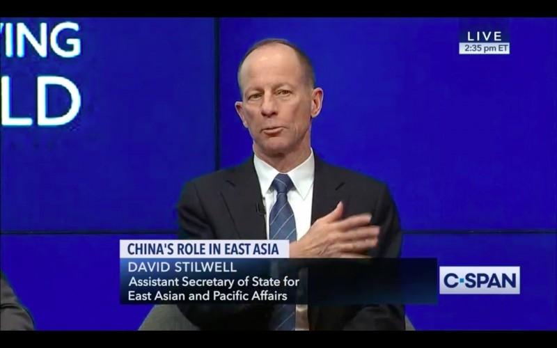 美國國務院亞太助卿史迪威(David Stilwell)2日表示,「我不會稱台灣為國家」,引發議論。(截圖自布魯金斯研究院研討會影片)