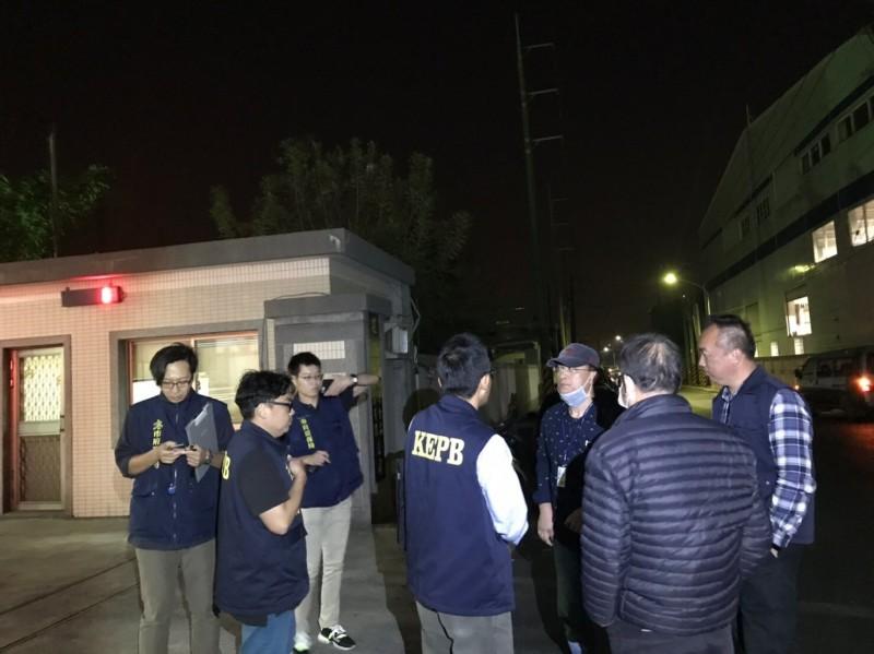 環保局執行「夜鷹專案」,揪出毛豆工廠二次偷排,將重罰並勒令停工。(記者陳文嬋翻攝)