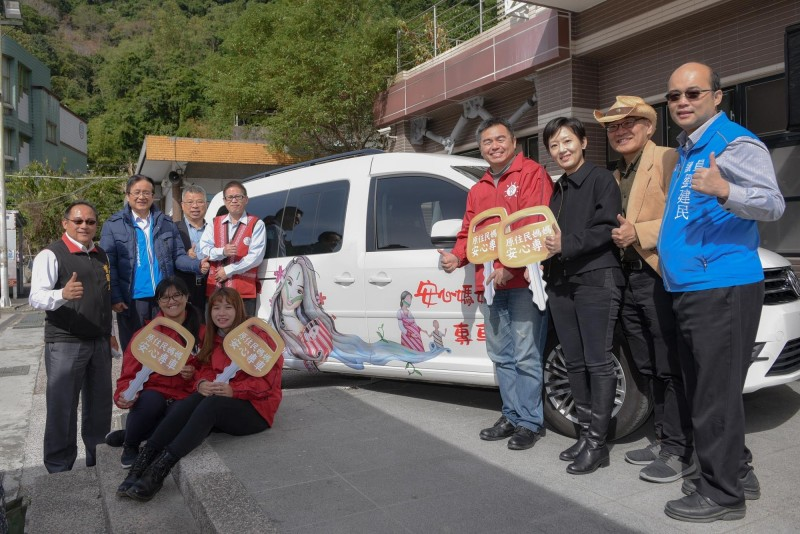 至善基金會在新竹縣尖石、五峰2個原住民鄉推動「原住民媽媽安心專車」創新服務,今天啟動。(至善基金會提供)