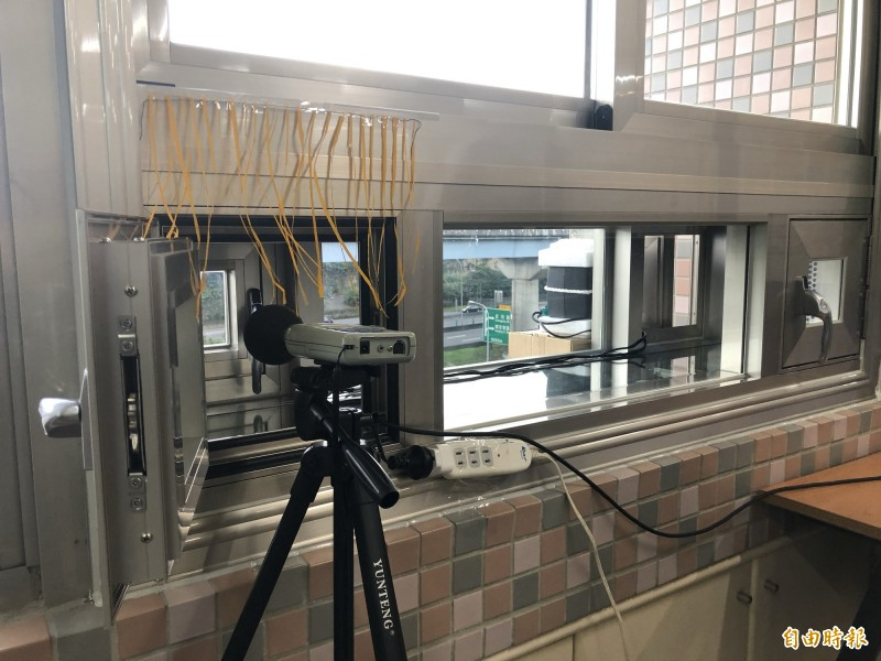 南湖高中裝設主動式隔音窗,有效解決噪音問題。(記者羅綺攝)