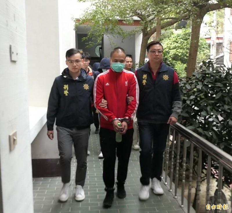 持有制式槍彈的林姓男子,被苗栗警方移送法辦。(記者張勳騰攝)