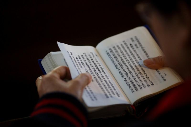 中共以「掃黃打非」為名對宗教書籍進行清洗,未經許可的非官方書籍不僅無法購買、持有,連以前購買紀錄也被追查。(路透)