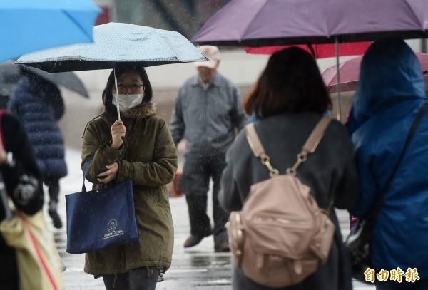 氣象局指出,週五還會有另一波冷空氣南下,空曠平地因輻射冷卻加成仍會降得很低,預測西半部及東北部低溫將下探12至15度。(資料照)