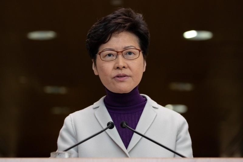 中國外交部宣布,暫停審批美軍艦機赴香港休整申請,同時制裁美5個NGO,香港特首林鄭月娥表示會配合跟進。(歐新社)
