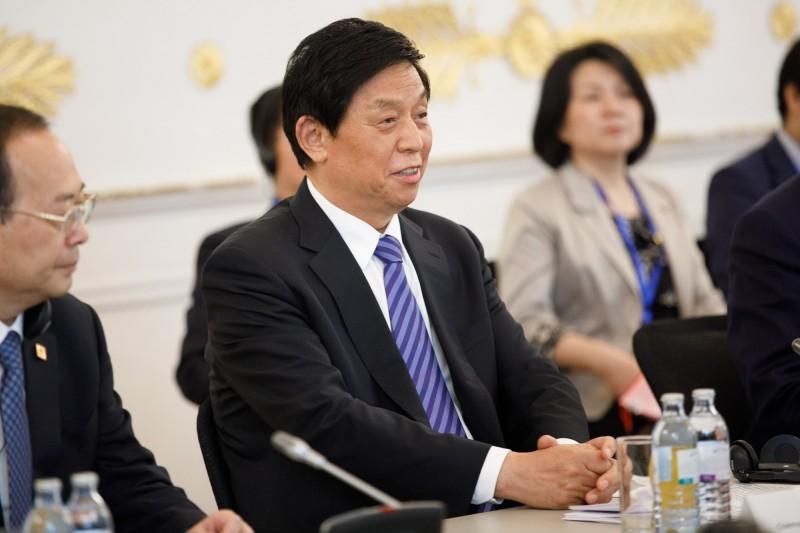 在澳門《基本法》實施20週年座談會中,中國人大委員長栗戰書對澳門提出四點希望,並要香港好好領會中央的工作精神。(歐新社)