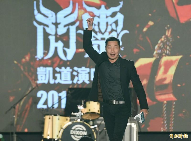 總統蔡英文連任競選辦公室今晚於南港展覽館舉辦第二波「社群之夜」活動,閃靈樂團主唱Freddy立委林昶佐(見圖)在滿場歡呼聲中登台。(記者廖振輝攝)