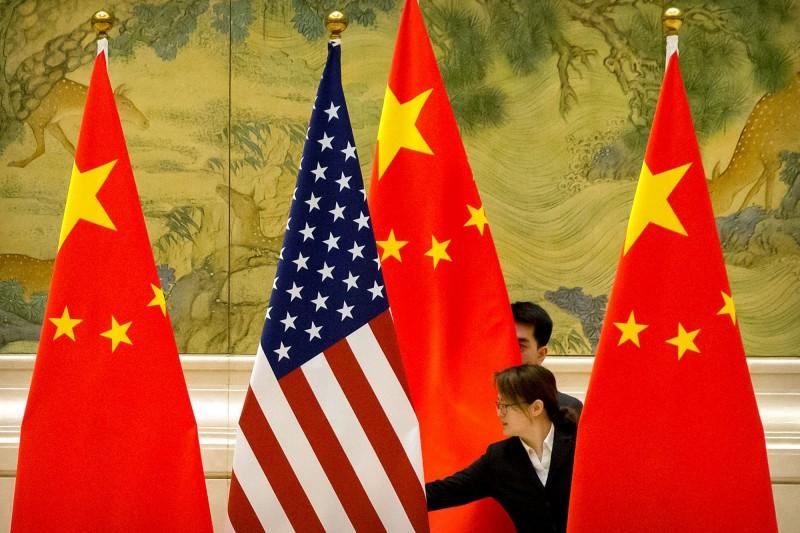 針對美國完成《香港人權與民主法案》,中國反制暫停美軍艦赴香港休整,不過,被法媒吐槽指對美沒影響。(路透)