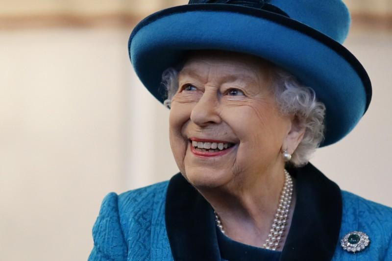 香港警察濫用暴力事件頻傳,英國多名上議院議員及政治人物連署致信女王,要求摘除「皇家香港警察協會」的皇家頭銜及皇冠徽章。(美聯社)