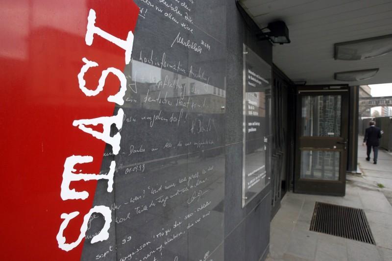 前身為東德秘密警察總部的史塔西博物館,上週末遭竊賊闖入,偷走數枚東德共產主義時期獎牌和珠寶。(法新社)