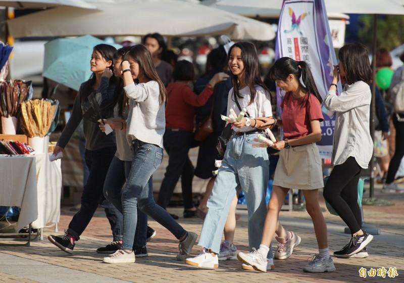 預報中心主任呂國臣表示,今年台灣冬季氣溫將以正常偏暖機率最高,降雨部分則落在正常值範圍。(資料照)