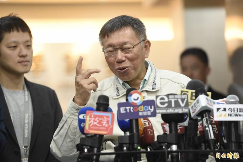 台北市長柯文哲表示,總統蔡英文民調會回升,是因為香港反送中爭議,以及「第二名」(指韓國瑜)考太差了,如果扣掉香港、韓國瑜,小英沒有理由贏得這麼輕鬆。圖為柯文哲3日上午在市府接受媒體訪問。(記者叢昌瑾攝)