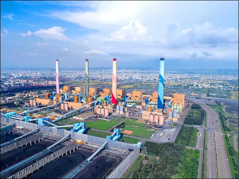 台中市長盧秀燕昨宣佈,中火至上週燃煤量已逾1104萬噸年許可量,將開罰300萬元,若未改善不排除撤照。(資料照,台中市政府提供)