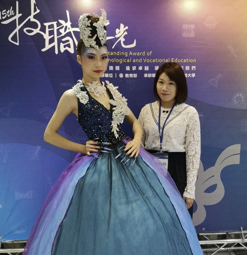 萬能科大時尚造型系劉怡伶,獲教育部「技職之光時尚達人獎」。(萬能科大提供)