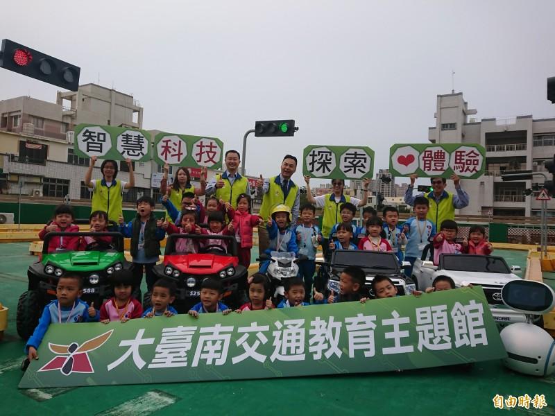 大台南交通教育館兒童駕駛體驗區今天亮相。(記者洪瑞琴攝)