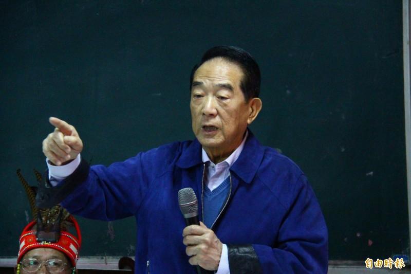 宋楚瑜表示,台灣是自由開放社會,但國家安全的保護也要嚴謹、好好查證。(記者邱書昱攝)