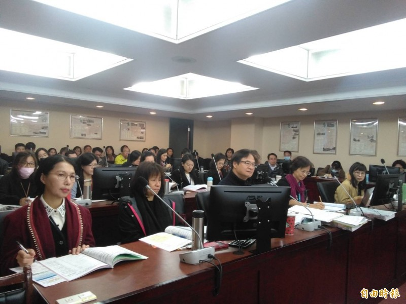 台北市議會民政委員會審查北市民政局明年度預算。(記者蔡亞樺攝)