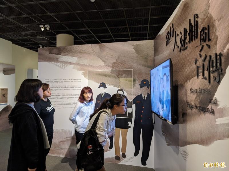 高市立歷史博物館推出《回首來時路-屬於我們的美麗之島》特展,重新爬梳台灣這段重要的歷史。(記者黃佳琳攝)