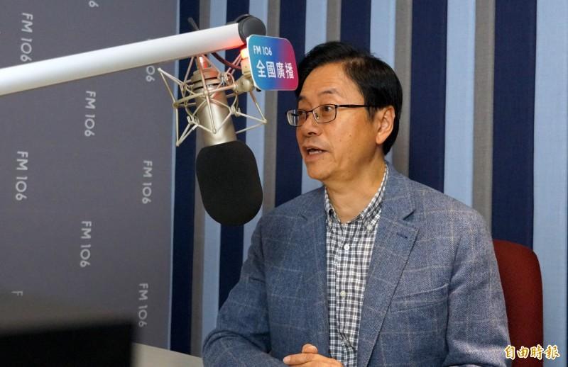 國民黨副總統候選人張善政接受電台訪問時表示,行政單位赤裸裸進行選舉打壓。(記者張菁雅攝)