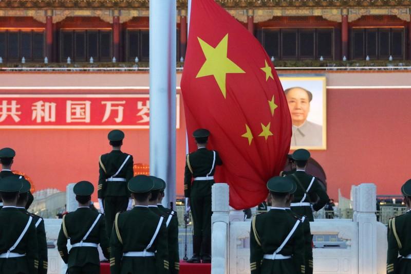 中國官媒《新華社》今天在5小時內,為美國通過新疆法案,狂發33則嗆美新聞。(彭博檔案照)