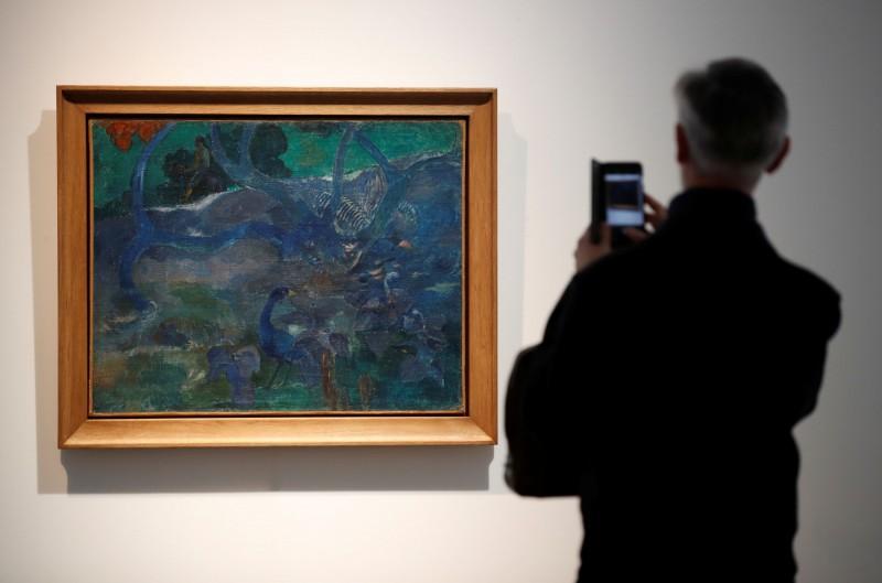 19世紀法國印象派畫家高更作品《樹》,在拍賣會中以3.2億元天價售出。(路透)