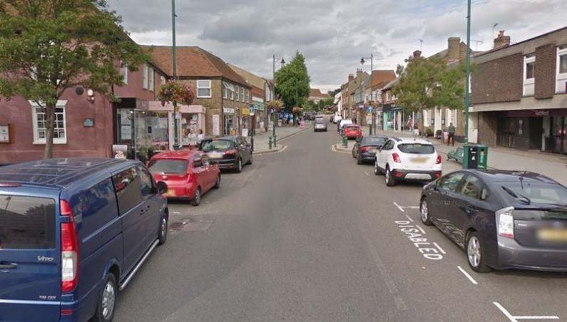 英國艾塞克斯郡(Essex)一名計程車司機,近日凌晨載客時,發現有名4歲的小女孩,一個人推著裝滿玩具的嬰兒車在路上走。(圖擷取自Google地圖)