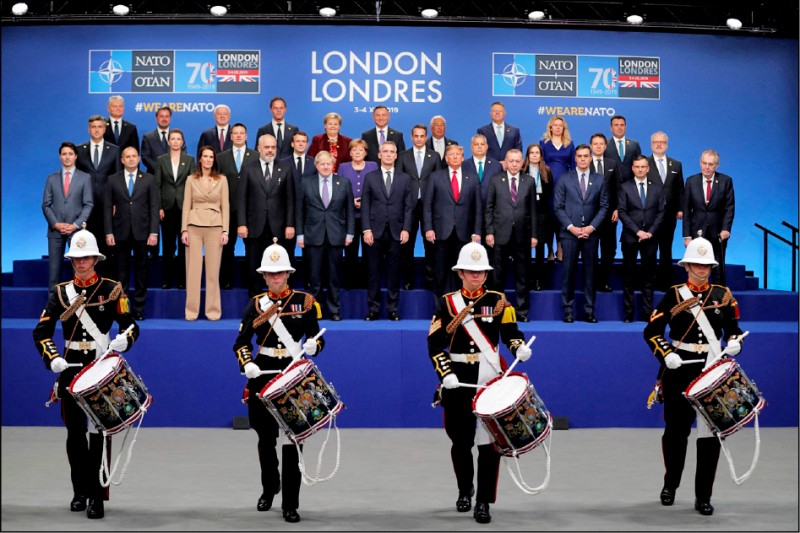 北約組織(NATO)四日結束在英國召開的成立七十週年峰會,廿九個成員國領袖會後聯合聲明,提到中國與俄羅斯對北約帶來挑戰,這也是北約首次正式承認中國已對北約構成「挑戰」。(法新社)