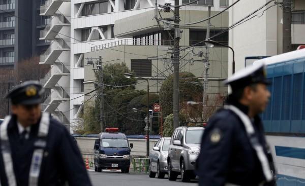 日本動畫公司「GAINAX」社長巻智博爆出強拍聲優練習生裸照,被警方逮捕。圖為日本警察。(路透)