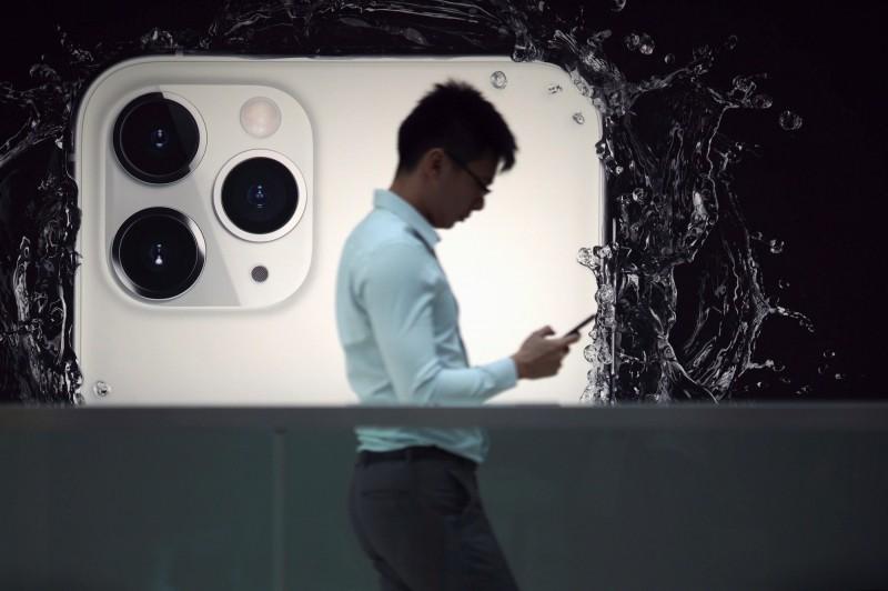 蘋果(Apple Inc.)公司今(5)日宣布,已購入該公司首批「零碳排」鋁材。圖為蘋果電子產品示意圖。(路透)