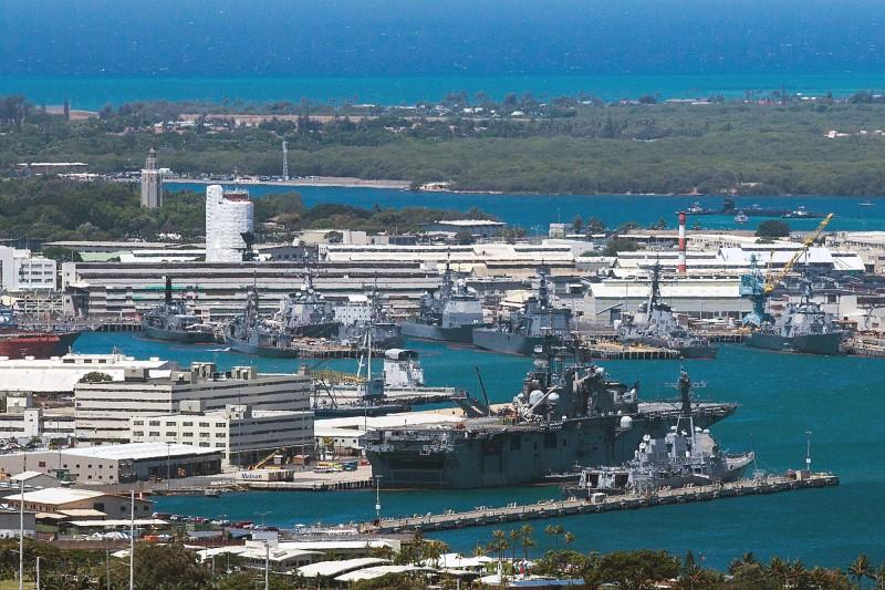 美國珍珠港海軍造船廠發生槍擊事件,造成2人死亡、1人受傷,作案士兵自盡身亡。(法新社)