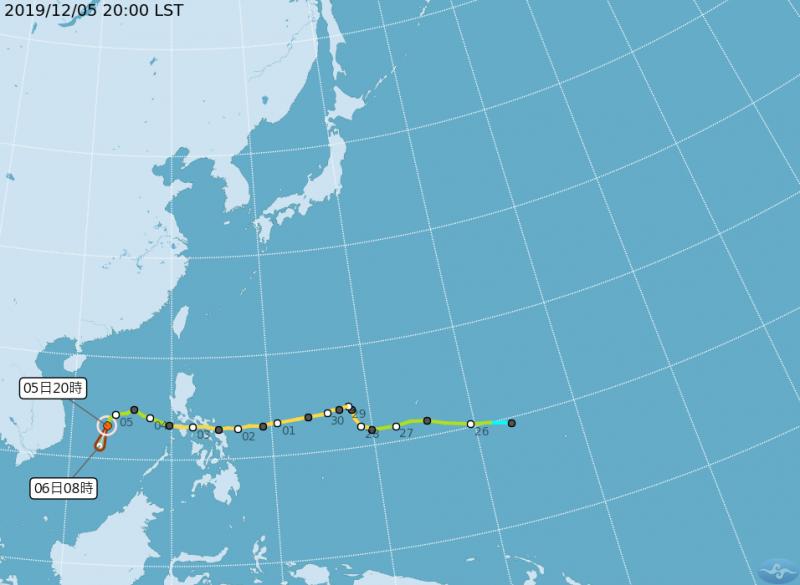中央氣象局指出,今年第28號輕颱北冕晚上8點中心位置位於北緯13.2度,東經113.5度,以每小時19公里速度朝南南西進行。(圖片擷取自中央氣象局)