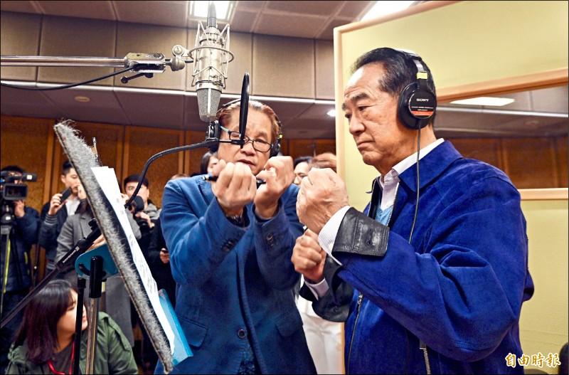 親民黨總統候選人宋楚瑜昨到蔣萬安選區內的錄音室錄製競選歌曲,被問及郭台銘表態幫蔣萬安站台一事,宋楚瑜也透露,親民黨有個大樁腳想在這邊提名立委候選人,「但我說不行,我至少追隨過經國先生,在台灣還是要講情義,這選區不能提人。」(記者羅沛德攝)