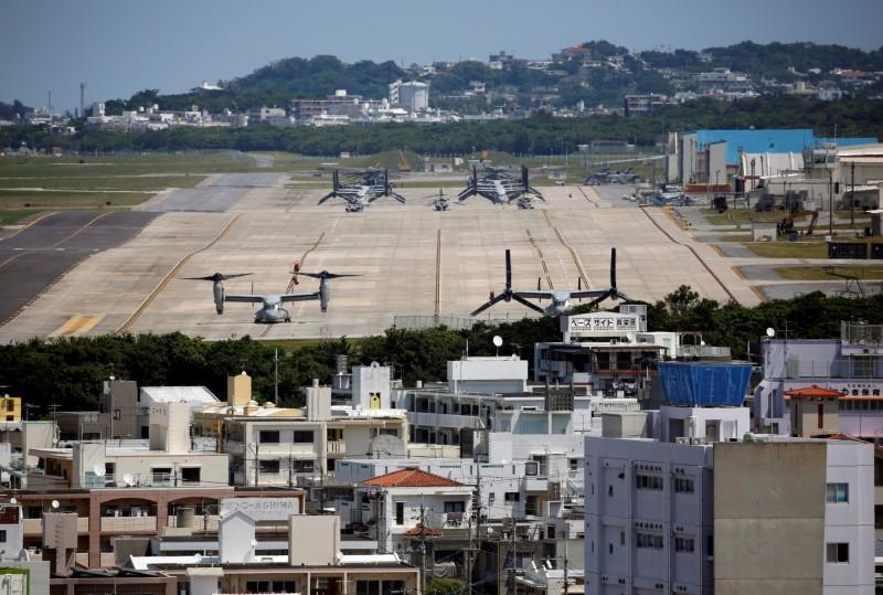 沖繩縣駐日美軍出包,連2天在鄰近訓練基地的農地發現3顆照明彈。圖非新聞事件照片。(路透)