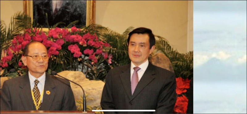 2008年12月23日,馬英九(右)在總統府接見羅文山(左)與中國政協委員許智明。(取自中華黃埔四海同心會網頁,記者蘇永耀翻攝)
