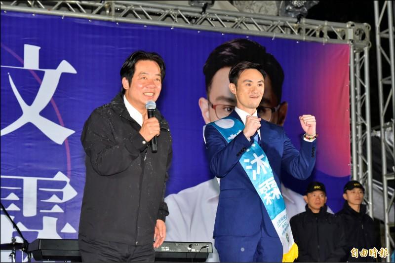 民進黨副總統候選人賴清德昨天表示,他與韓國瑜對台灣的熱忱和對民主的堅持截然不同,「很難和韓市長稱兄道弟」。圖為賴清德昨晚出席民進黨新北市永和區立委候選人蔡沐霖競選總部成立大會。(記者塗建榮攝)