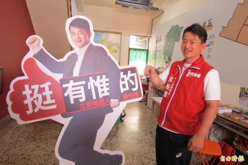 陳柏惟烏日競選總部明天成立,很多支持者相揪要去參加。(記者蘇金鳳攝)