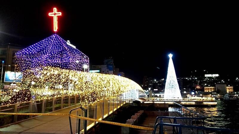 基隆海洋廣場充滿耶誕氛圍。(基隆市政府提供)