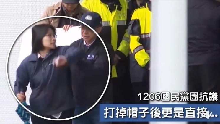 國民黨立委陳宜民出手打掉女警帽子,甚至還在樓梯上大力推她,他在臉書發文說,「過程確實有推擠與情緒,在此對她致上萬分的歉意。」(擷取自綠黨臉書)