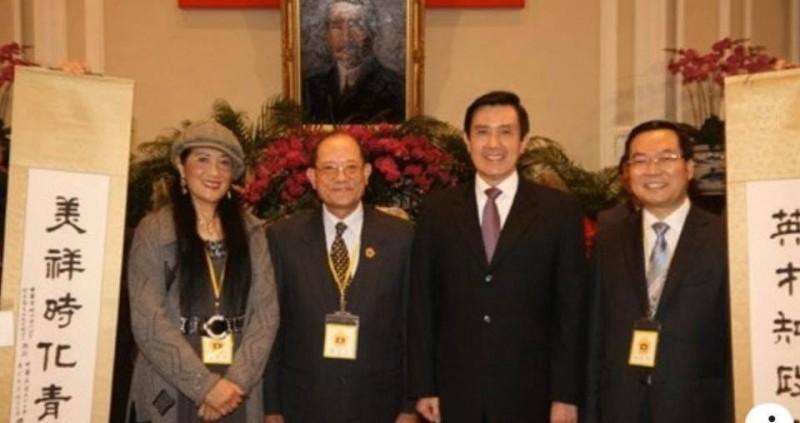 民進黨立委王定宇今透過臉書指出,接見相片中,在馬英九左側(應為右側),大家以為是陪賓的女性,她是黃紫玉,也是政協委員。(圖擷取自王定宇臉書)
