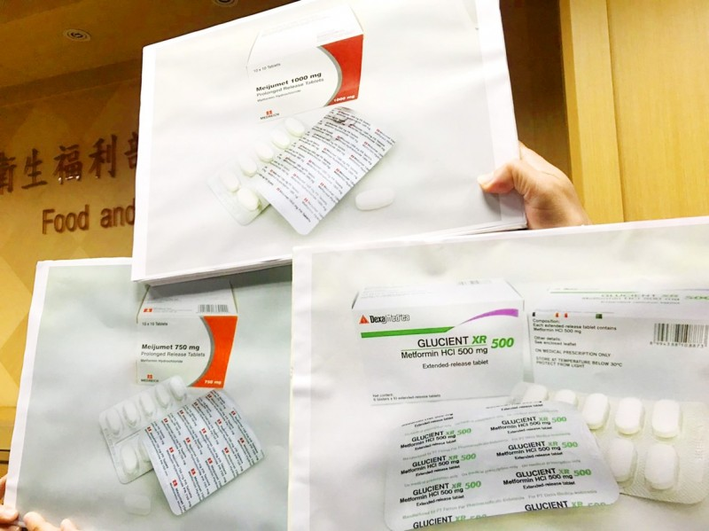 Three metformin products found to contain small amounts of n-nitrosodimethylamine are displayed in Taipei yesterday. Photo: CNA