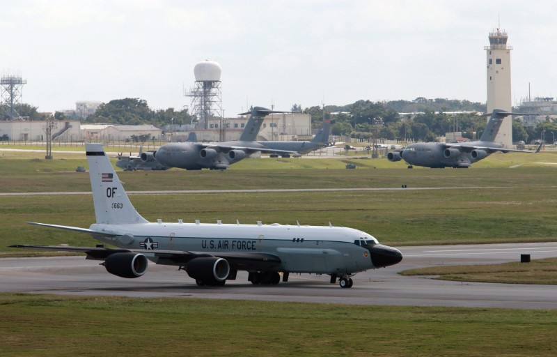 美軍2架RC-135偵察機(見圖)昨日幾乎同時飛臨朝鮮半島上空,實屬罕見。(歐新社)